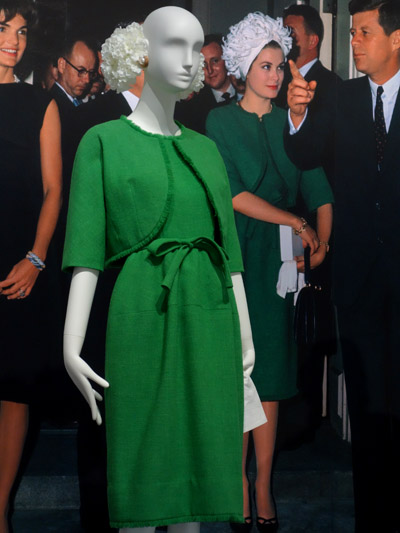 9697278b82f224 Ensemble – jurk en jasje – wol – 1961. Gedragen door prinses Grace van  Monaco tijdens een bezoek aan het Witte Huis